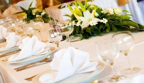 Blumendekoration auf der Hochzeit
