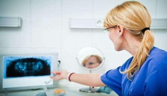 Implantation von Zahnimplantaten